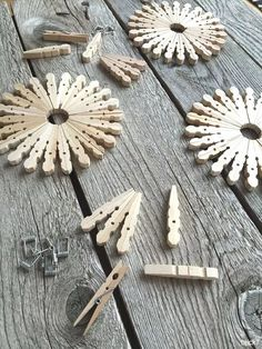 DIY gnome gifts - nostalgic: snowflakes from clothespins . - DIY gnome gifts – nostalgic: snowflakes from clothes pegs - Kids Crafts, Craft Stick Crafts, Crafts To Make, Home Crafts, Craft Projects, Craft Ideas, Decorating Ideas, Summer Crafts, Christmas Crafts