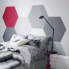peinture-decorative-dessin-geometrique-hexagones-gris-blanc-rouge peinture décorative