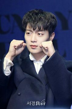 Dujun - Highlight 170320   1st MINI ALBUM 'CAN YOU FEEL IT' SHOWCASE Can You Feel It, How Are You Feeling, Korean Men, Korean Actors, Beast Members, Lee Gikwang, Yoon Doo Joon, Yoseob, Kdrama