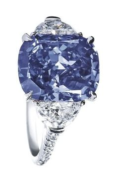 Harry Winston - magnificent blue sapphire with diamonds on platinum