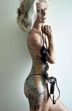 Qui a dit qu'on ne pouvait pas être vieux et tatoué? | À quoi ressemblera votre tatouage dans 40 ans?