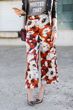 Outfit Inspiration: Pajama Fashion Meets Culottes Trend | The Fashion Barr | How to Wear Culottes + 5 Styling Tips to Rock This Trend | Floral Pants