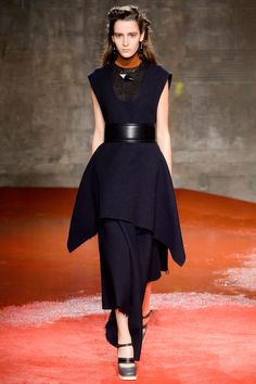 MARNI All the looks were cinched with wide obi-style belts in leather or croc and were worn with leather square-tipped boots or open-toed sandals. Fashion Line, Love Fashion, Fashion Show, Fashion Outfits, Fall Fashion Trends, Autumn Fashion, Milan Fashion, Under Dress, Marni
