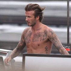 David Backham Hairstyle – Imitate the style icon's haircut - New Hair Styles 2018 Mens Hairstyles Oval Face, David Beckham News, Beckham Hair, New Underwear, Oval Faces, Victoria, Shaved Sides, New Haircuts, Casual Outfits