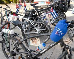 Un grupo de jóvenes ciclistas inicia, este viernes, un recorrido de 200 kilómetros para apoyar la causa de los Cinco http://www.juventudrebelde.cu/cuba/2013-08-14/bicicletazo-de-la-solidaridad/