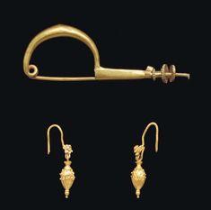 A PAIR OF GREEK GOLD EARRINGS AND A FIBULA   CLASSICAL PERIOD, CIRCA 5TH CENTURY B.C.