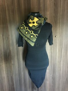 Basotho scarf. Cape Designs, Ethnic Design, Clothing Items, Sewing Ideas, Africa, Traditional, How To Wear, Outfits, Clothes