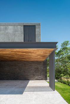 Casa Sekiz von Di Frenna Arquitectos - Rabenwiesen E&A - Arquitetura Carport Garage, Pergola Carport, Pergola Shade, Pergola Patio, Pergola Ideas, Carport Designs, Garage Design, Modern Carport, Design Exterior