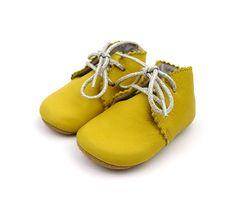 babyschoentje Kiki yellow - schoentjes en laarsjes - kledij 0-6 jaar - Lili shoes - Lunabloom - ...