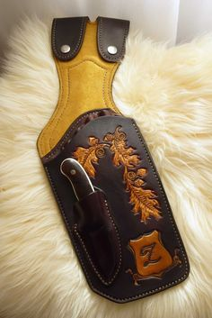 Carved leather side quiver made by 'Geronimo' and shown on the Leatherworker.net forums