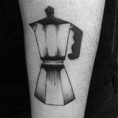 retoque da cafeteira da Nanah ❤️☕️ . . . #coffee #love #tattoogirls #tattoo #debycomd #saicoltattooshop #coffeelovers #addict