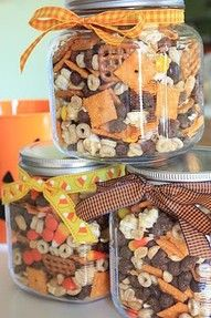 This would make a nice hostess gift for Thanksgiving. Thanksgiving/Halloween munch mix -Cheese crackers (Cheeze its) -salted peanuts -Pretzel squares -Reese's candy bits -Caramel corn -Honey nut cheerios -Cocoa puff-Candy corn -Mellowcreme pumpkins Halloween Snacks, Fall Snacks, Fall Treats, Holiday Treats, Holiday Fun, Thanksgiving Snacks, Halloween Gifts, Halloween Trail Mix Recipe, Fall Halloween