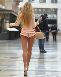 Sexy Outfits, Cool Outfits, Mom Dress, Luxury Fashion, Womens Fashion, Fashion Models, Fashion Beauty, Women Legs, Lifestyle Clothing