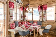Amazing chalet design to your winter chalet. Cabin Interior Design, Chalet Interior, Chalet Design, House Design, Interior Livingroom, Kitchen Interior, Estilo Country, Decor Scandinavian, Cottage Interiors