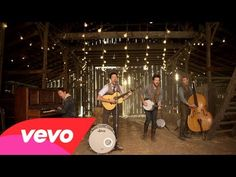 Mumford & Sons - Hopeless Wanderer - YouTube Mumford and Sons hired famous comedians to play themselves in this video.