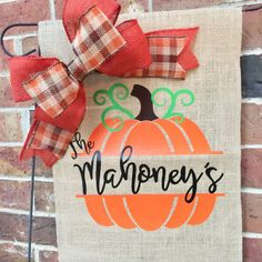 23 Clever DIY Christmas Decoration Ideas By Crafty Panda Burlap Garden Flags, Burlap Flag, Diy Christmas Gifts For Family, Christmas Decorations To Make, Burlap Crafts, Vinyl Crafts, Fall Garden Flag, Yard Flags, Quilting For Beginners