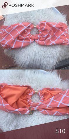 Coral Strapless bikini top No straps, beautiful coral strapless bikini top. In xs Old Navy Swim Bikinis