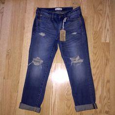 Madewell Distressed Boyjean Size 24 NWT Madewell Distressed Boyjean Size W24. Madewell Jeans Boyfriend