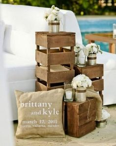 One of the budget-friendly element of country wedding is wooden crates. In our guide of wooden crates wedding ideas, we gathered the most pinned picture Chic Wedding, Our Wedding, Dream Wedding, Wedding Lounge, Wedding Store, Wedding Shit, Craft Wedding, Hotel Wedding, Rustic Chic