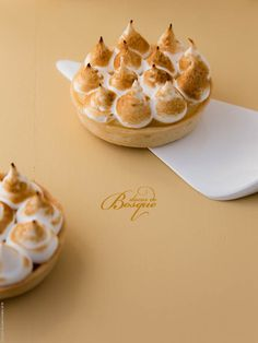 Mini Tarte de Limão Merengada • Mini Meringue Lemon Pie | Doces do Bosque
