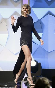 Look who's here!Taylor Swift made a surprise appearance at the GLAAD Media Awards in Beverly Hills on Saturday evening