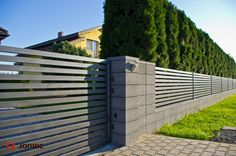 House Yard, Gate House, House Roof, Front Gates, Front Fence, House Front Wall Design, Modern Fence Design, Modern Apartment Design, Green Fence