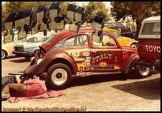 """MIKE OGNIBENE w&s the owner /driver of the ITALY1 the car was a 63 model with fiberglass decklid and fenders , wheels are DDS 13"""" at front and 15"""" at rear  .the engine was a 2100cc with 215hp , the 71 type1 case has been fitted with a 92 mm gene berg pistons , total seal rings ,chevy 302 Z/28 rods , engle FK89 cam and  gene berg stroker crankshaft, and berg  also ported &polished  the heads on the 13:1 CR engine,he 's sporting a set of  48 ida on berg manifold  , distributor was an 010…"""