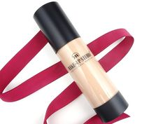 Dutch blogger Kim Hofstee loves our Fluid Foundation No Transfer, and says it looks perfectly natural all day long! Want to know more? Check out the full review at: http://www.kimhofstee.nl/…/make-up-studio-fluid-foundation-…