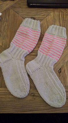 Me Naiset – Blogit | Sukkasillaan – Siniset sukat Socks, Malli, Fashion, Moda, Fashion Styles, Sock, Stockings, Fashion Illustrations, Ankle Socks
