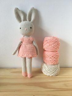 Crochet Bunny Pattern, Crochet Dolls Free Patterns, Crochet Rabbit, Crochet Animals, Fabric Dolls, Stuffed Toys Patterns, Crochet Projects, Crochet Ideas, Time Activities