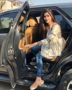 Beautiful Dresses For Women, Beautiful Ladies, Bollywood Heroine, Prettiest Actresses, Pakistani Wedding Dresses, Pakistani Actress, Girls Dp, Hijab Outfit, Celebs
