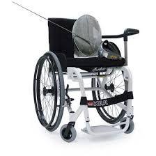 Carrozzina e armatura-scherma per disabili