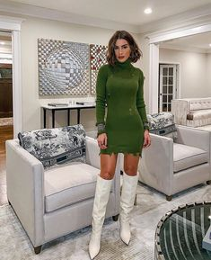 """Saturday night out - in my fav winter combo! 💚 ——— Combo que poderia ser meu """"uniforme"""" de inverno! Adoro sweater dress com bota! Night Out Outfit, Night Outfits, Mode Outfits, Casual Outfits, Fashion Tips For Women, Womens Fashion, Fashion Articles, Botas Sexy, Booties Outfit"""