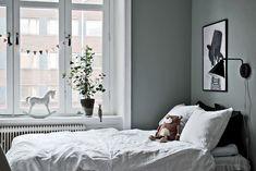 Målat i en vacker gröngrå nyans. Karl Johansgatan 61 - Bjurfors