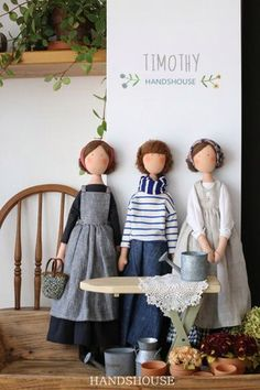 This week's Tuesday Talent introduces the joy that is HANDSHOUSE. The dolls are simply elegant, cool blues and beige's in plain dresses . Make Andrew doll, as well as Mom and Dad and cat! Peasant outfits((look up later)) You Can Enjoy fabric scraps With T Fabric Toys, Fabric Scraps, Sewing Dolls, Waldorf Dolls, Soft Dolls, Diy Doll, Cute Dolls, Handmade Toys, Doll Patterns
