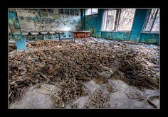 Gas Mask Floor by Timm Suess, via Flickr
