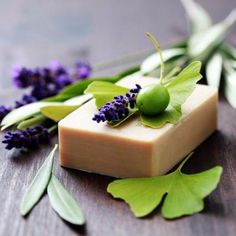 Soap Recipes For Beginners - homemade soap Diy Beauty Hacks, Soap For Sensitive Skin, Green Tea Face, Face Soap, Homemade Soap Recipes, Best Soap, Recipes For Beginners, Home Made Soap, Handmade Soaps