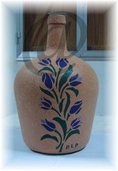 Glass Bottle Crafts, Glass Bottles, Bottle Decorations, Altered Bottles, Flower Pots, Diy And Crafts, Vase, Detail, Gifts