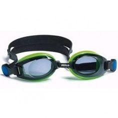 Leader/Hilco Vantage Junior Okulary pływackie korekcyjne Vantage Junior dostępne są w dwóch kolorach. To idealne okulary pływackie dla twojej pociechy. Posiadają filtr przeciw promieniowaniu UV, polikarbonowe zaciemniane soczewki oraz powłokę przeciw parowaniu Anti-Fog. Dodatkowo okulary Vantage cechują się silikonowymi gumkami (w dwóch kolorach), bez dodatku latexu, wygodnymi elastycznymi uszczelkami, dwoma noskami oraz ochronnym pokrowcem.