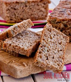 This recipe is a proof that healthy food can also be very delicious. Recipe for wheat and rye berry bread.