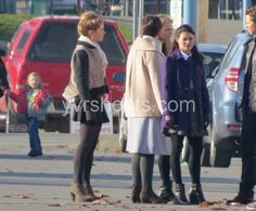 We don't really want to be spoiled either. It's enough to see a pregnant Snow/Mary Margaret (Ginnifer Goodwin) Charming/David (Josh Dallas), Emma (Jennifer Morrison) and Belle (Emilie de Ravin) filming today on a street covered in Storybrooke's signature dried leaves. without knowing how it comes about. Everyone gawked like the child in the background.