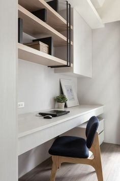 22 Contemporary Home Office Design Ideas For a Trendy Working Space Home Office Layouts, Home Office Space, Home Office Furniture, Home Office Decor, Home Decor, Desk Space, Small Office, Small Space Interior Design, Office Interior Design