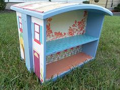 What to do with an old drawer (curbside finds, too)? Make a doll house!