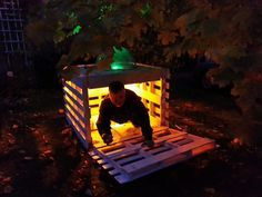 Surprise! Boo! #DIY wood pallet haunted house project for #Halloween