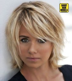 Layered Bob Hairstyles for 2020 25 Quick and Easy Short Haircuts for 2020 Short Hair Models Choppy Bob Hairstyles For Fine Hair, Fine Hair Bangs, Short Layered Bob Haircuts, Bob Haircut For Fine Hair, Choppy Hair, Shaggy Layered Bobs, Short Hair Styles For Round Faces, Short Hair With Layers, Short Hair Cuts