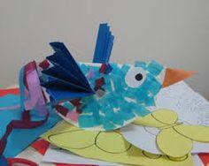 scheuren met stukjes papier; dollie of raai met d.blauwe stukjes en n sjaaltje