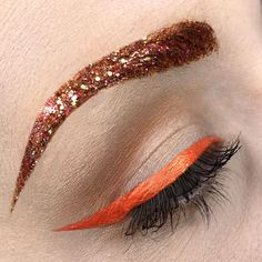TREND ALERT It's time to give a warm and #sunny ☀effect to your eyes with our new #makeup #obesession : Orange #liner ! And for more sparkle, add #glitters to your eyebrows. Products used coming your way... by #mua @marioncameleon #makeupforever #beautytrend #beautyaddicts #glitterbrows #boldliner