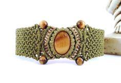 Tiger's eye handmade macramé bracelet by byLaughingBuddha on Etsy, €32.00