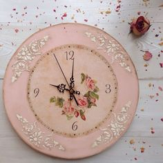 love the border of this clock, wonder if possible in clay Decoupage, Cute Mug, Shabby Chic Crafts, Diy Clock, Diy Mirror, Wooden Art, Handbags Michael Kors, Ganesha, Diy Art
