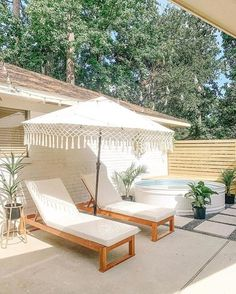 This stock tank pool area by is like your own personal little resort! Stock Pools, Stock Tank Pool, Outdoor Spaces, Outdoor Living, Outdoor Pool Areas, Ideas De Piscina, Mini Piscina, Cheap Pool, Pool Landscape Design